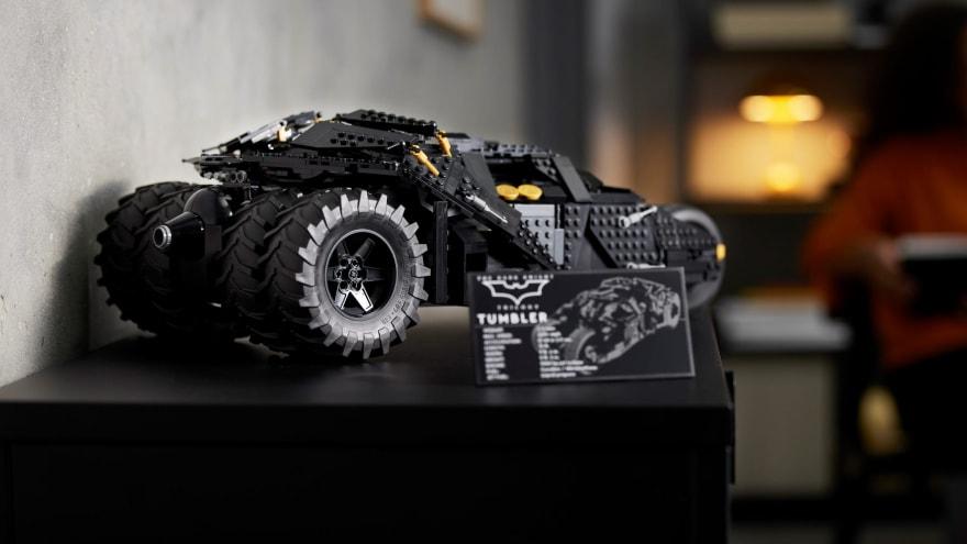 La batmobile de Il Cavaliere Oscuro diventa un bellissimo set LEGO da oltre 2.000 pezzi
