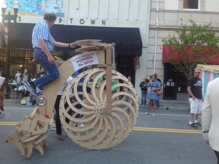 Boneshakered Bigwheel: la bici con le gambe