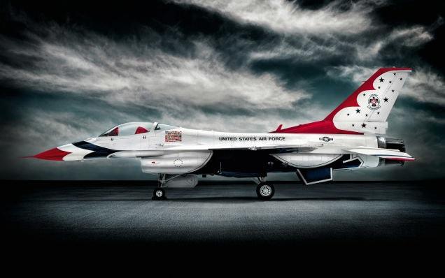 Un volo a 9G col Thunderbird F-16 (video)