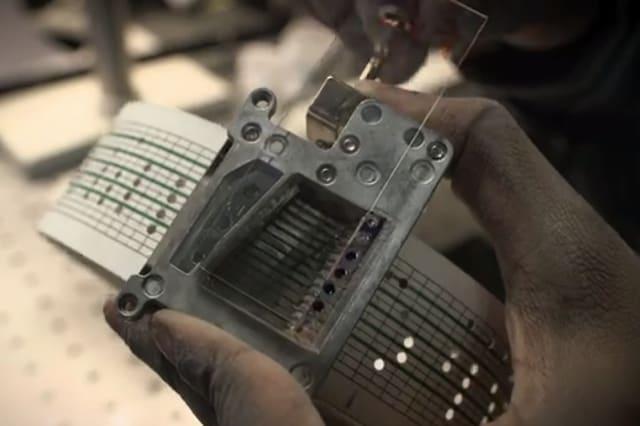 Un kit per esperimenti chimici da cinque dollari (video)