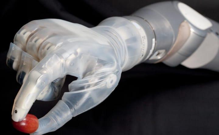 Deka Arm System, il braccio bionico che si comanda col pensiero (video)