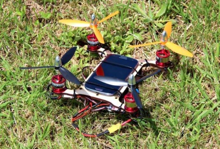 Flone, lo smartphone volante (video)