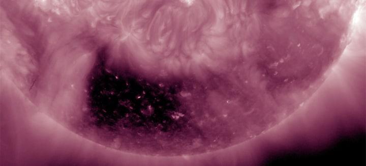 La NASA trova una strana macchia sulla nostra stella (video)