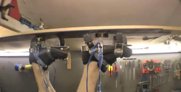 Le scarpe magnetiche per camminare sul soffitto (video)