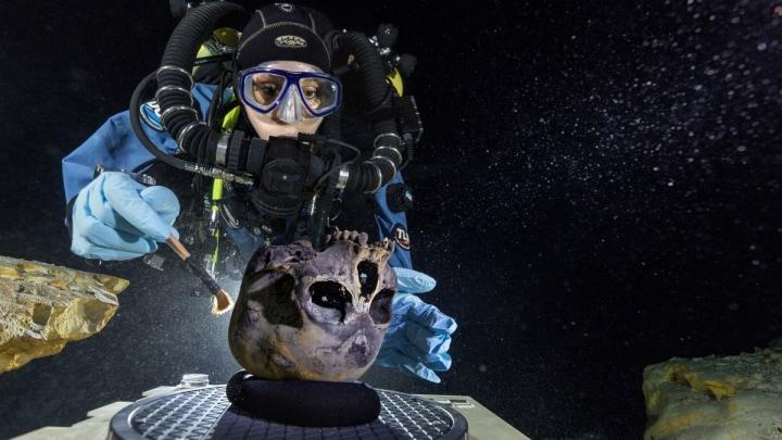 Ritrovato in una caverna sommersa uno scheletro di 12.000 anni (video)