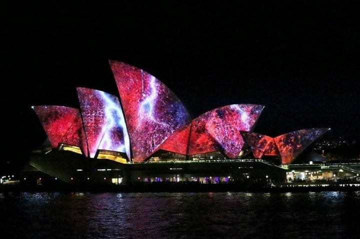 Casa opera Sydney illuminata (1)