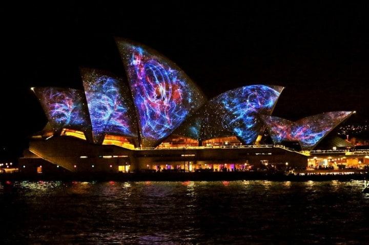Casa opera Sydney illuminata (9)