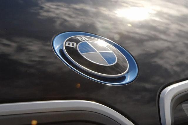 Un incontro tra BMW e Tesla sul futuro delle auto elettriche