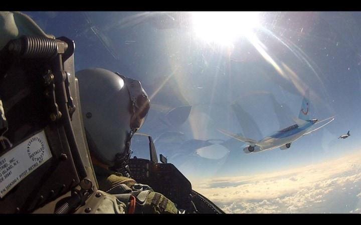 f-16 Scortano Boeing 2