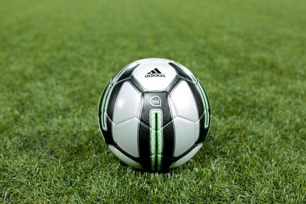 La palla da calcio intelligente che ti dice come calciarla