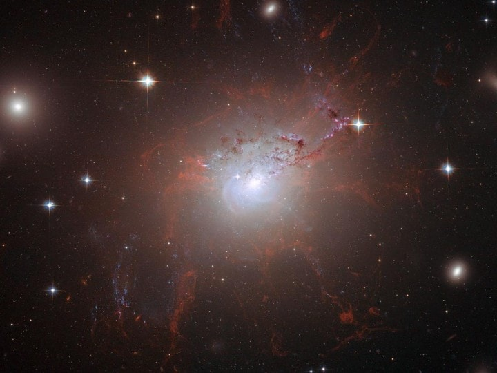 Uno strano segnale dall'universo potrebbe essere la chiave della materia oscura
