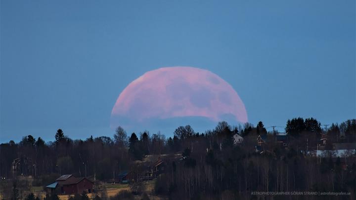 Una super Luna appare in Svezia