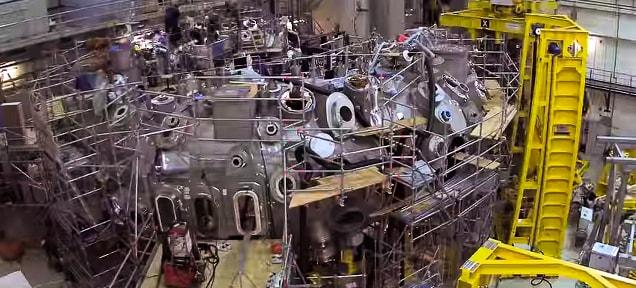 time-lapse costruzione reattore nucleare