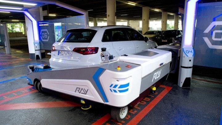 All'aeroporto di Dusseldorf il robot vi parcheggia la macchina
