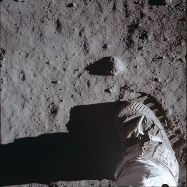 Inedite foto della missione dell'Apollo 11 per festeggiare i 45 anni dall'allunaggio (foto)