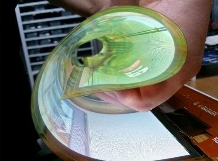 I primi display pieghevoli e trasparenti di LG (foto e video)