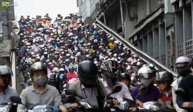 Il maxi ingorgo di scooter a Taiwan (video)