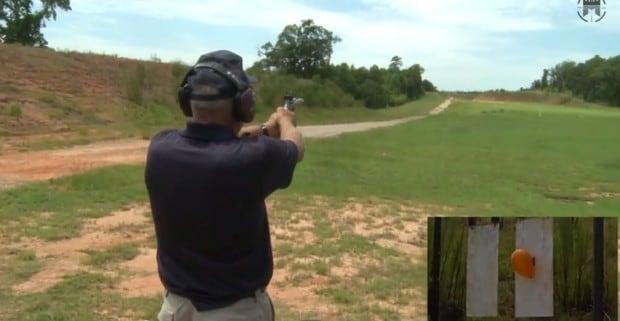Il record del mondo di tiro al bersaglio con una pistola da 9mm (video)