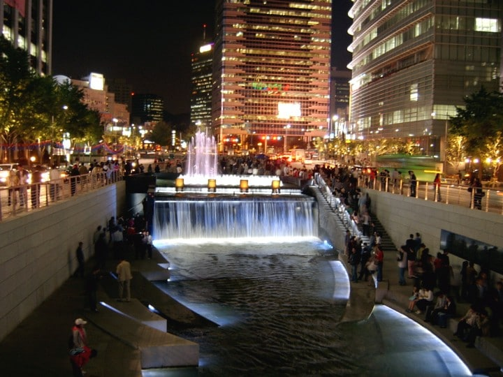 Seoul_Cheonggyecheon_night