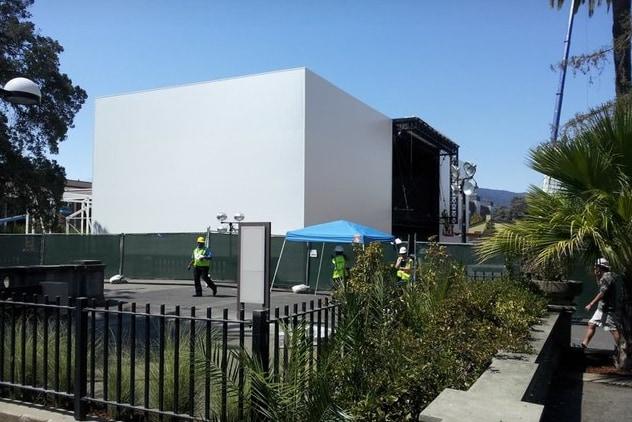 Apple sta costruendo un edificio di tre piani per l'evento del 9 settembre