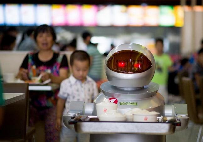 In Cina un ristorante con camerieri robot (foto)