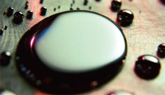 Scienziati scoprono il metallo liquido plasmabile (video)