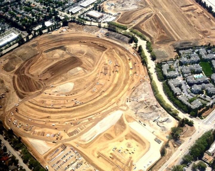Il cantiere del campus Apple prende forma in questo bellissimo video