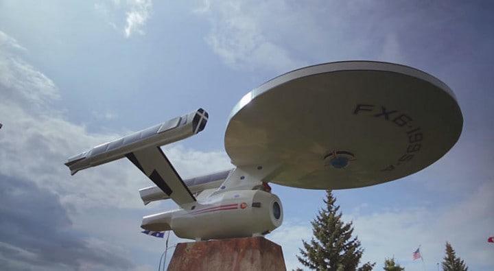 Una cittadina canadese cerca fondi per costruire l'USS Enterprise di Star Trek (video)