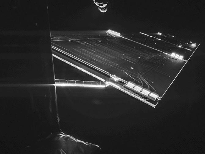 L'astronave Rosetta e il selfie con la cometa