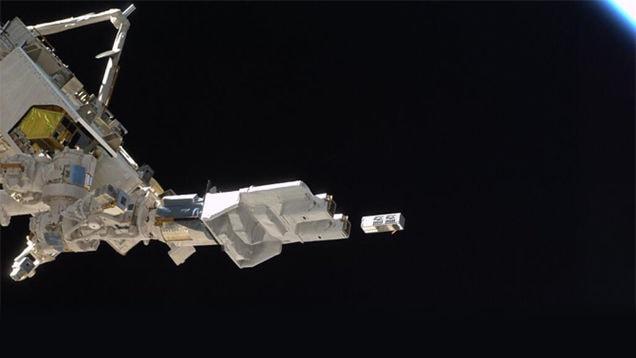 La ISS lancia satelliti in giro senza che sia l'uomo a volerlo