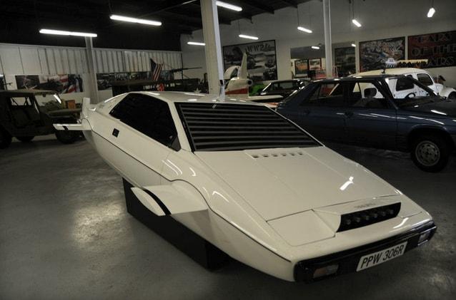 La Lotus sottomarina di James Bond in vendita su eBay
