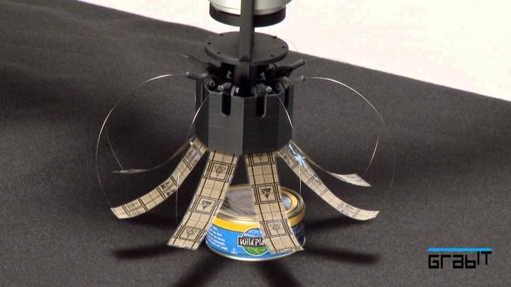 Una geniale mano robotica che sfrutta la forza elettrostatica