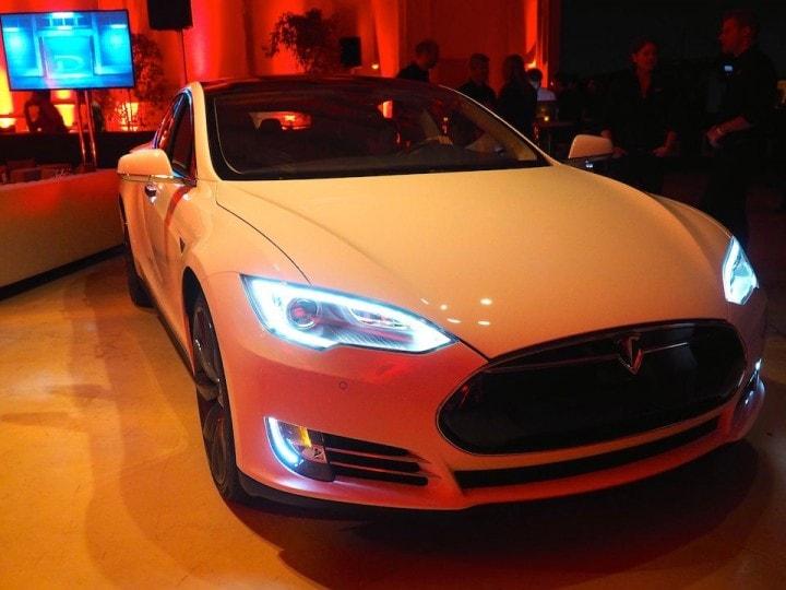 Tesla presenta Model S P85D, l'auto con doppio motore e sensori per guida automatica (foto)