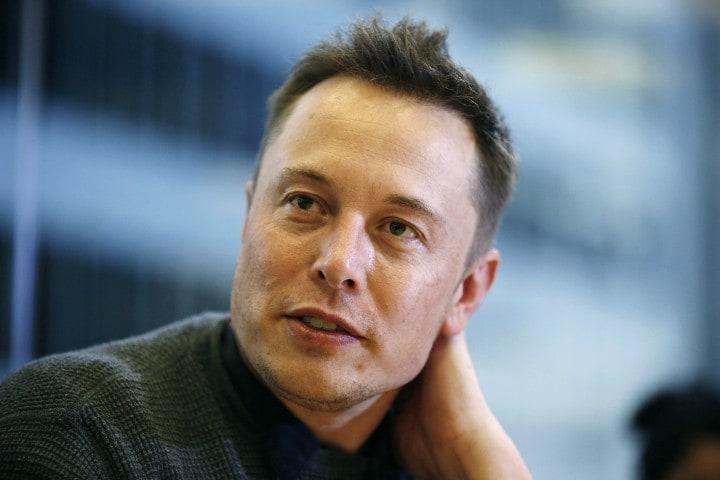 Quella volta in cui Elon Musk tentò di vendere Tesla a Apple, e Tim Cook lo snobbò