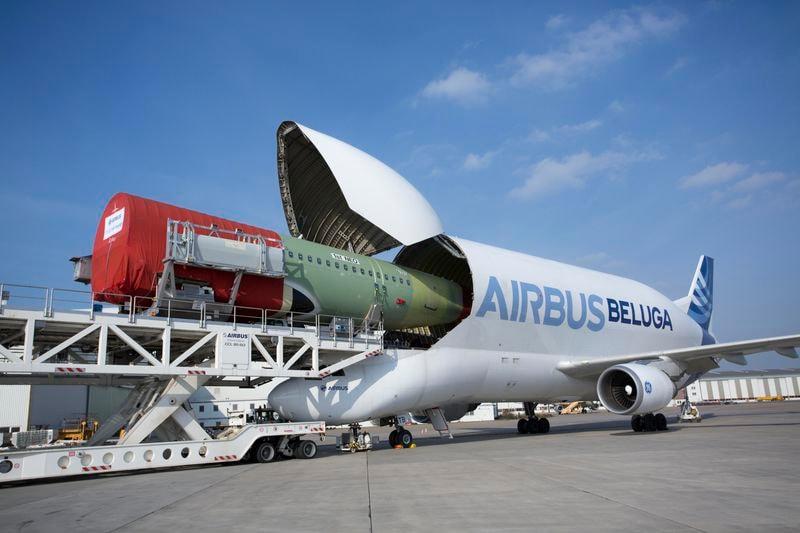aereo che trasporta aerei 2
