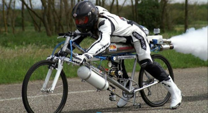 bici che supera 300 kmh