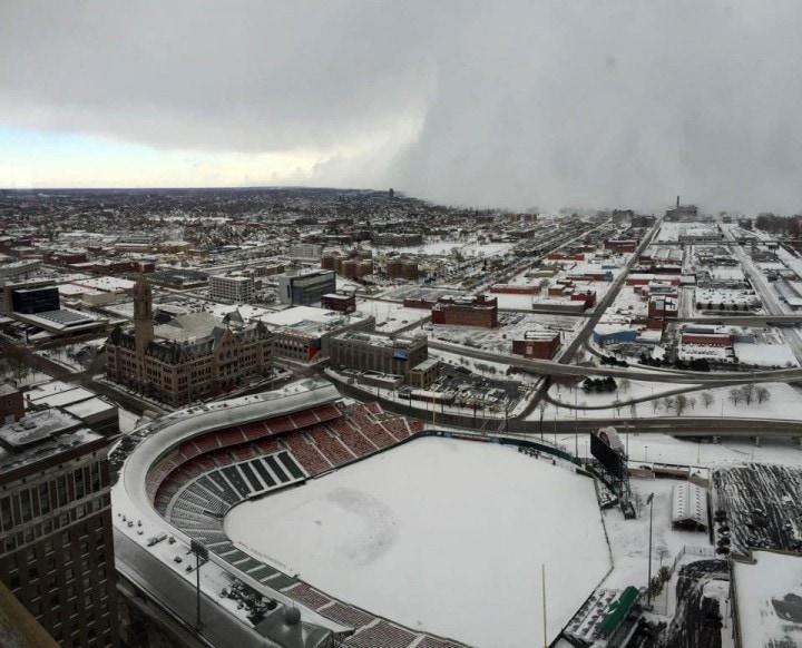 Una tempesta di neve dal punto di vista di un drone (video)