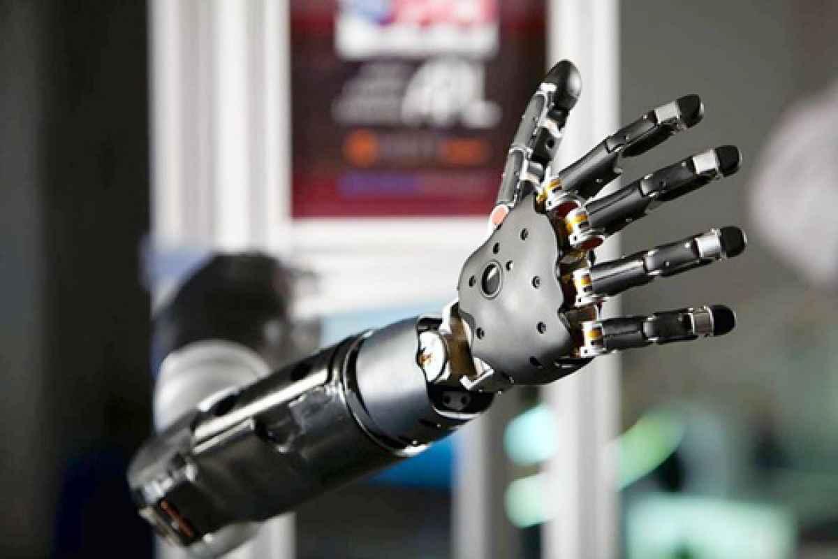 darpa braccio robotico