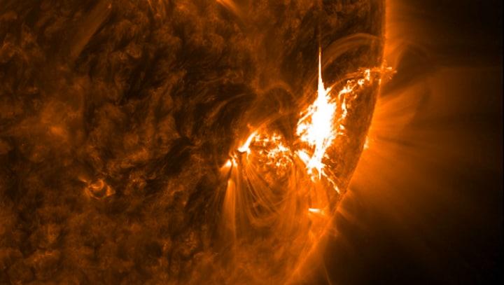 eruzione solare fhd