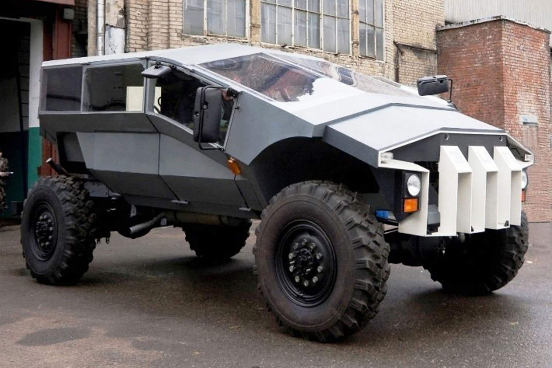 russian-humvee-built-by-zil-looks-very-futuristic-photo-gallery_1