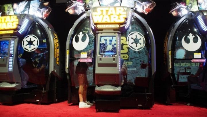 Il cabinato di Star Wars che vi farà tornare in sala giochi (video)