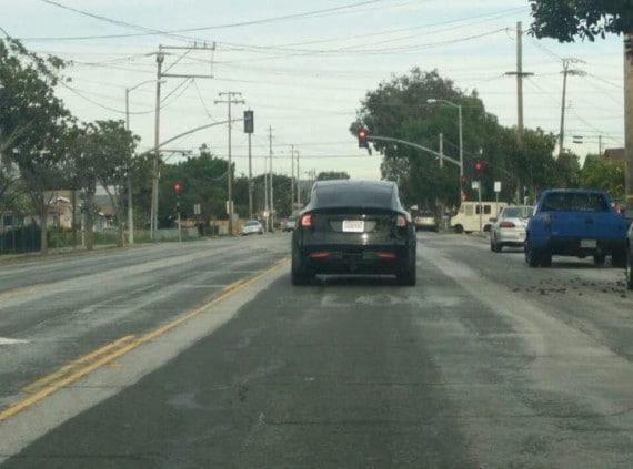 Tesla model X prova su strada (1)