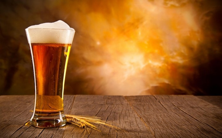 """La birra potrebbe far """"bene"""" al cervello, lo dice la scienza"""