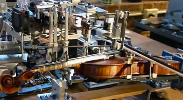 ro bow robot suona violino