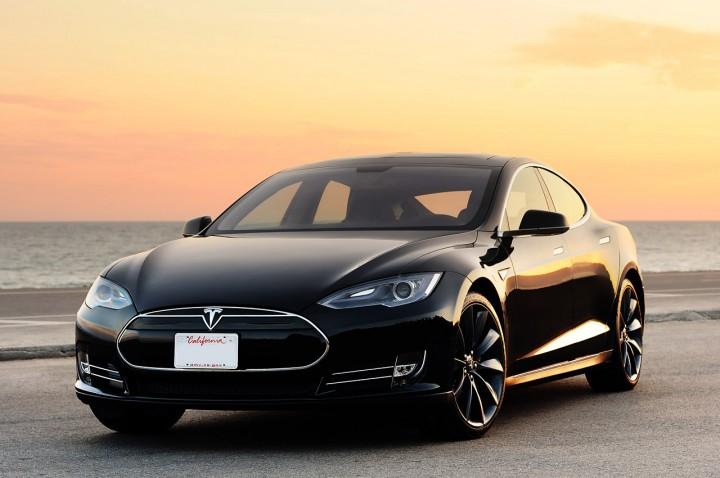 Il pilota automatico di Tesla finalmente in fase di test