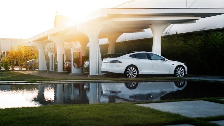 Addio ai rifornimenti gratuiti per chi compra una Tesla dopo il 1 Gennaio