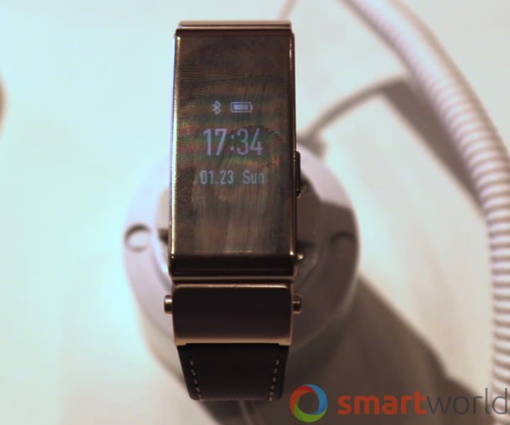 Huawei TalkBand B2 hands-on MWC 2015 -1