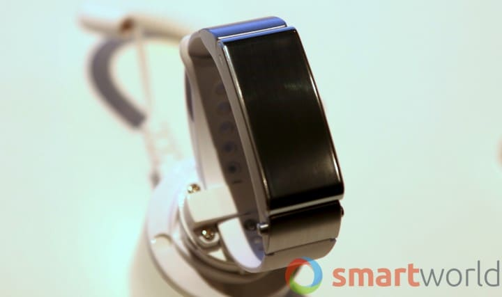 Huawei TalkBand B2 hands-on MWC 2015 -11