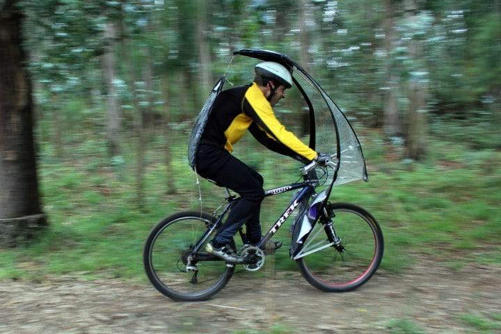 LEAFXPRO, l'ombrello che protegge i ciclisti (video)