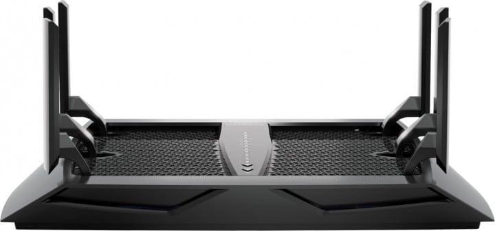 Netgear Nighthawk X6: il router tri-band è disponibile in Italia (foto e video)